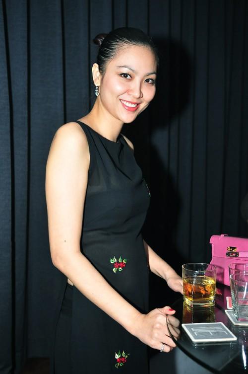 Hoa hậu Phan Thu Ngân: Cuộc đời như công chúa Lọ Lem, từ cô bé bán bánh canh ngoài chợ thành con dâu nhà Thứ trưởng, nhưng chỉ hai năm đã tan tành giấc mộng lầu hồng - Ảnh 7.