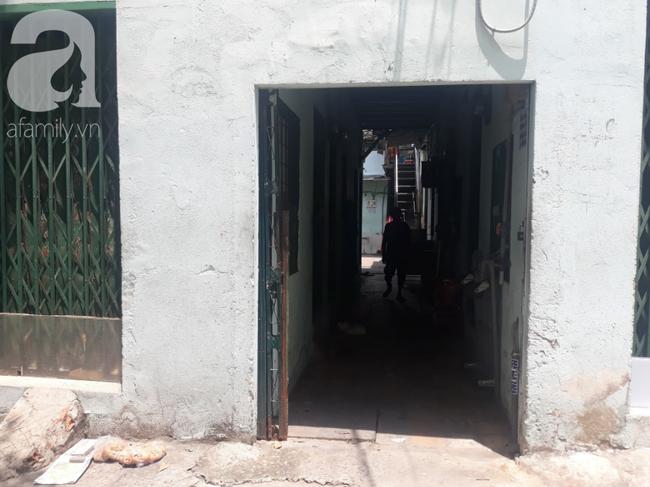 Gần một tháng, người mẹ mòn mỏi chờ công lý, đau khổ khi con gái 5 tuổi nghi bị gã xe ôm 60 tuổi dâm ô trong phòng trọ ở Sài Gòn - Ảnh 1.