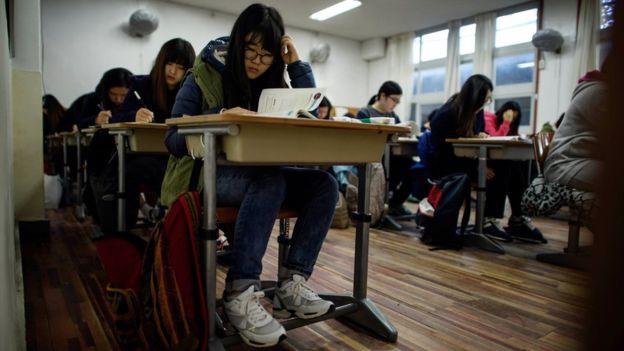 Các nước trên thế giới phạt học sinh thế nào? - Ảnh 2.