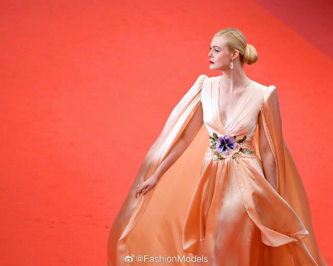 Thảm đỏ LHP Cannes 2019: Selena bức thở với vòng 1 khủng, Ella Fanning như bà hoàng bên dàn siêu mẫu Victorias Secret - Ảnh 9.