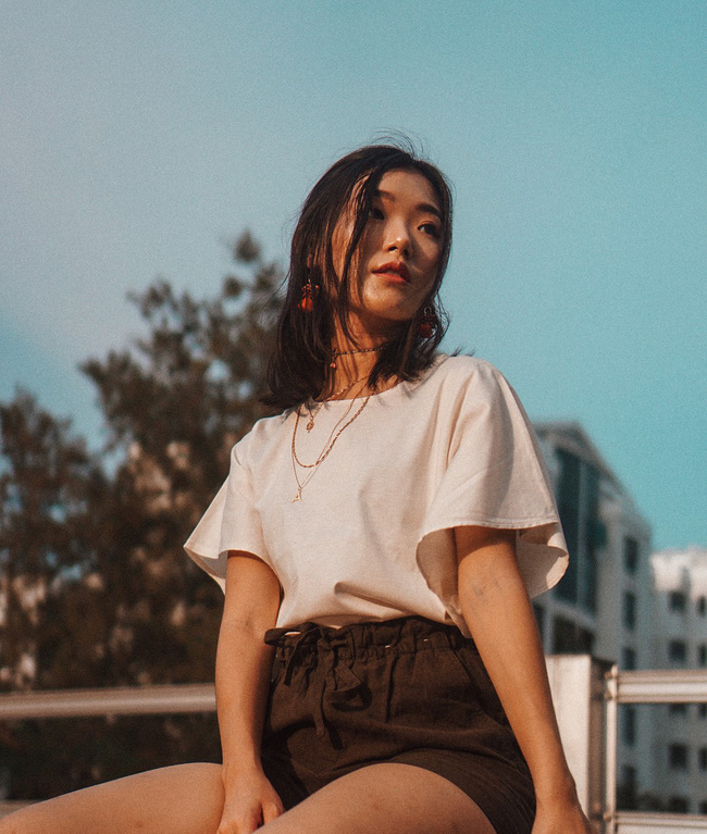 15 minh chứng cho thấy: Cứ yên tâm sắm áo phông trắng và bạn sẽ mặc đẹp không trượt set nào trong hè này - Ảnh 7.