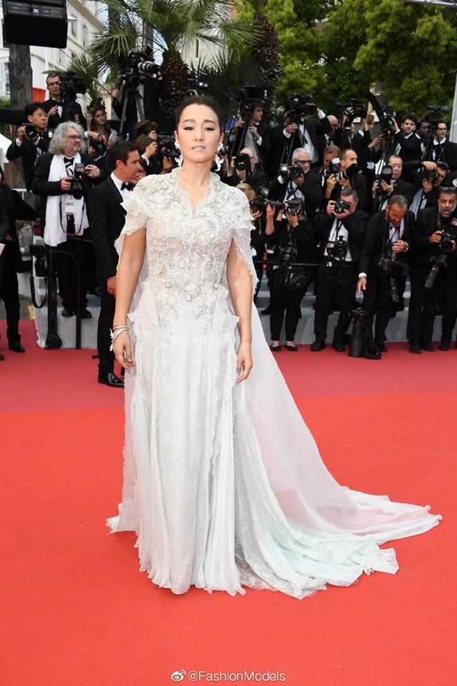 Thảm đỏ LHP Cannes 2019: Selena bức thở với vòng 1 khủng, Ella Fanning như bà hoàng bên dàn siêu mẫu Victorias Secret - Ảnh 41.