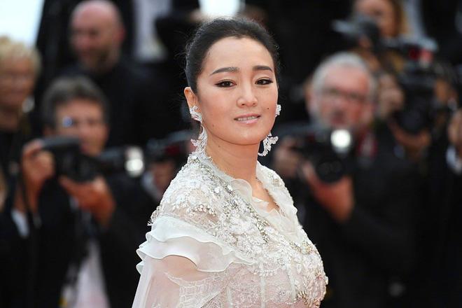 Thảm đỏ LHP Cannes 2019: Selena bức thở với vòng 1 khủng, Ella Fanning như bà hoàng bên dàn siêu mẫu Victorias Secret - Ảnh 42.