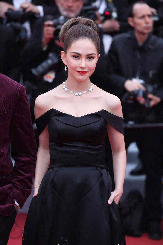 Thảm đỏ LHP Cannes 2019: Selena bức thở với vòng 1 khủng, Ella Fanning như bà hoàng bên dàn siêu mẫu Victorias Secret - Ảnh 37.