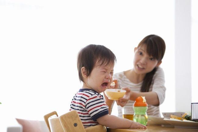Các mẹ có con biếng ăn nhất định phải đọc bài này vì có thể đang mắc 6 sai lầm dưới đây - Ảnh 3.
