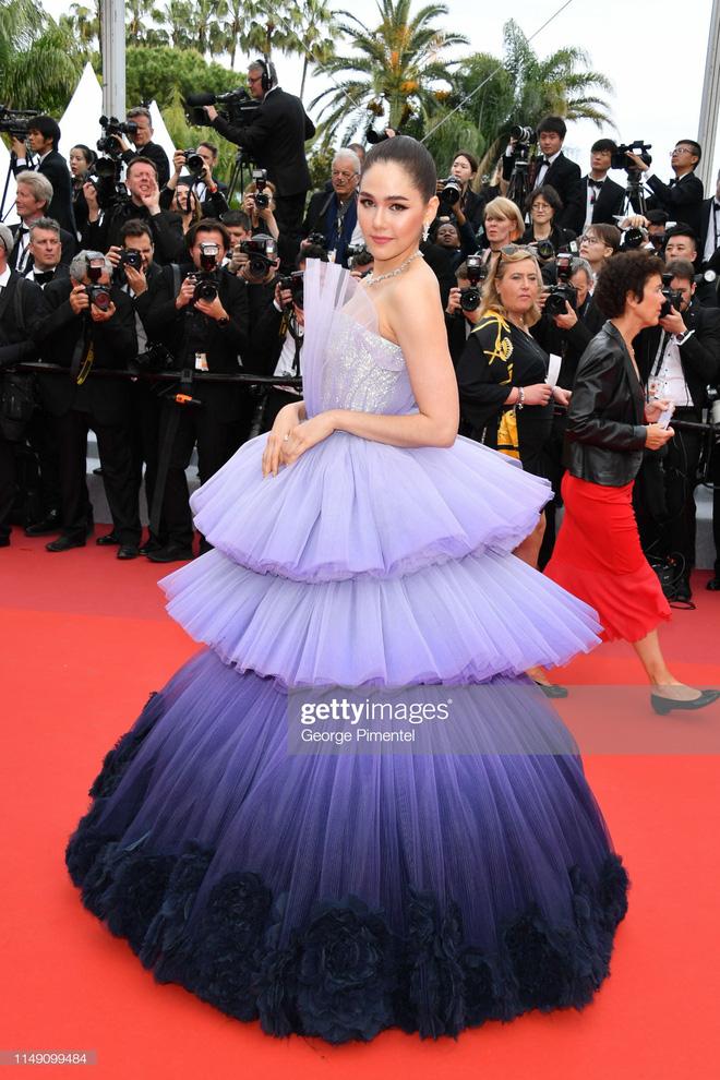 Thảm đỏ LHP Cannes 2019: Selena bức thở với vòng 1 khủng, Ella Fanning như bà hoàng bên dàn siêu mẫu Victorias Secret - Ảnh 33.