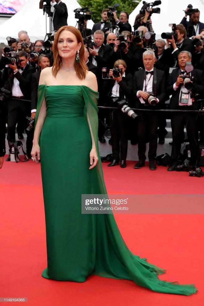 Thảm đỏ LHP Cannes 2019: Selena bức thở với vòng 1 khủng, Ella Fanning như bà hoàng bên dàn siêu mẫu Victorias Secret - Ảnh 25.