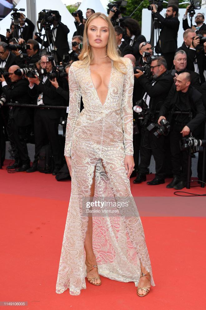 Thảm đỏ LHP Cannes 2019: Selena bức thở với vòng 1 khủng, Ella Fanning như bà hoàng bên dàn siêu mẫu Victorias Secret - Ảnh 20.