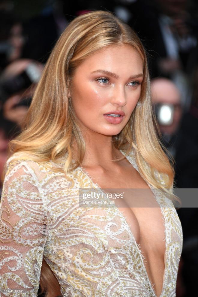 Thảm đỏ LHP Cannes 2019: Selena bức thở với vòng 1 khủng, Ella Fanning như bà hoàng bên dàn siêu mẫu Victorias Secret - Ảnh 21.