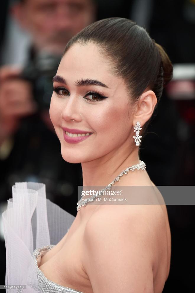 Thảm đỏ LHP Cannes 2019: Selena bức thở với vòng 1 khủng, Ella Fanning như bà hoàng bên dàn siêu mẫu Victorias Secret - Ảnh 34.