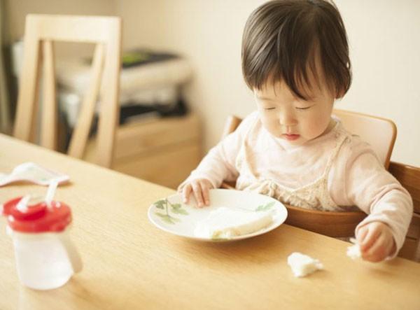 Các mẹ có con biếng ăn nhất định phải đọc bài này vì có thể đang mắc 6 sai lầm dưới đây - Ảnh 2.