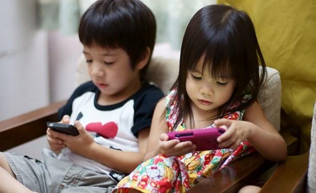 Tiết lộ về số giờ trẻ dưới 5 tuổi có thể dùng tivi - điện thoại, nhiều cha mẹ giật mình vì đã để con xem quá nhiều - Ảnh 1.