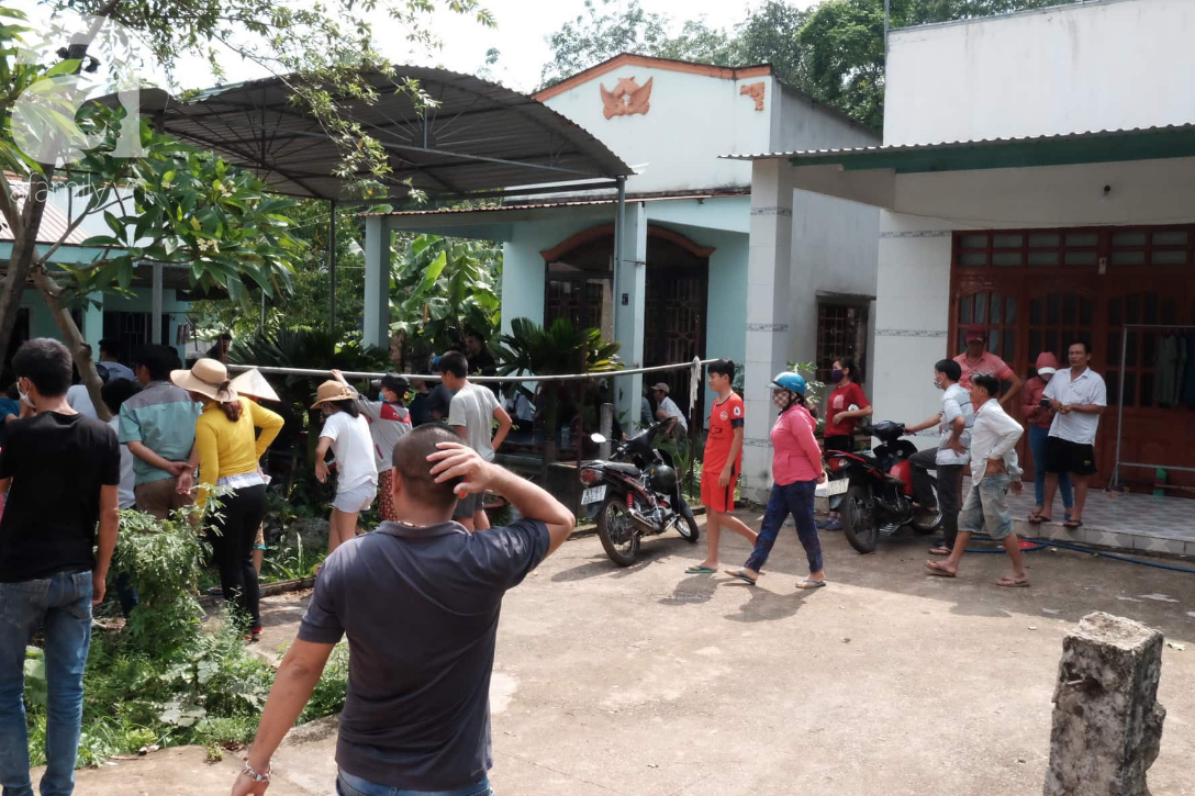 Hiện trường ngôi nhà bí ẩn có 2 thi thể đang phân hủy trong khối bê tông, cảnh sát phong tỏa nghiêm ngặt - Ảnh 1.