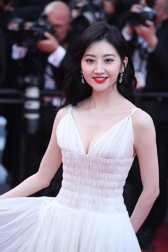 Thảm đỏ Cannes ngày 2: Thiên thần Victorias Secret suýt lộ hàng, Phạm Băng Băng Thái Lan xinh như tiên tử - Ảnh 34.