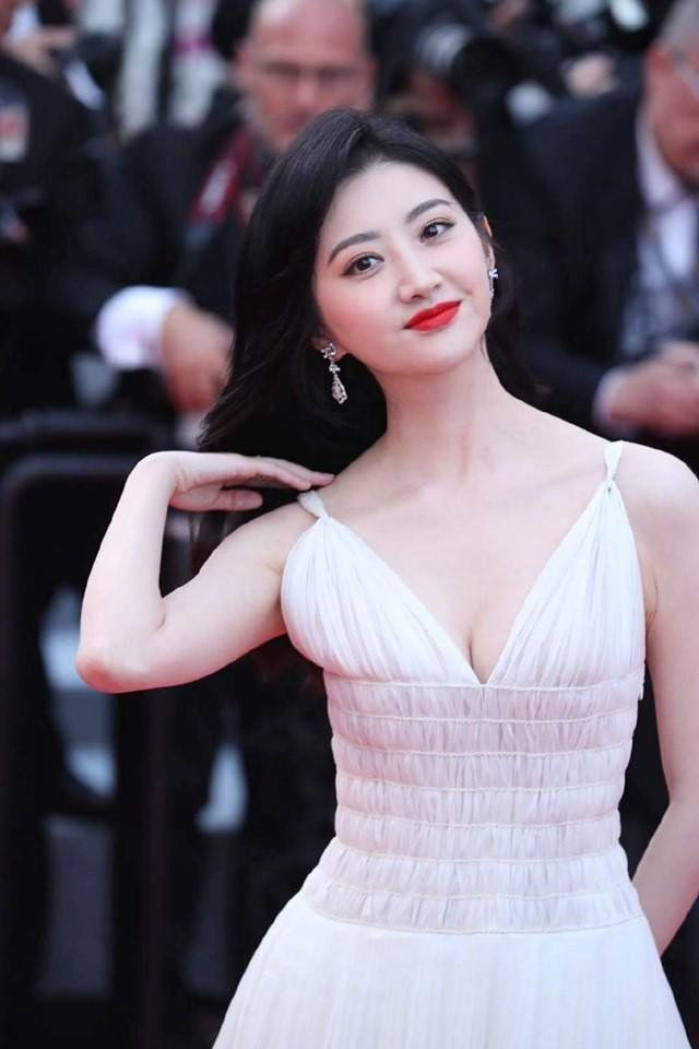 Thảm đỏ Cannes ngày 2: Thiên thần Victorias Secret suýt lộ hàng, Phạm Băng Băng Thái Lan xinh như tiên tử - Ảnh 35.