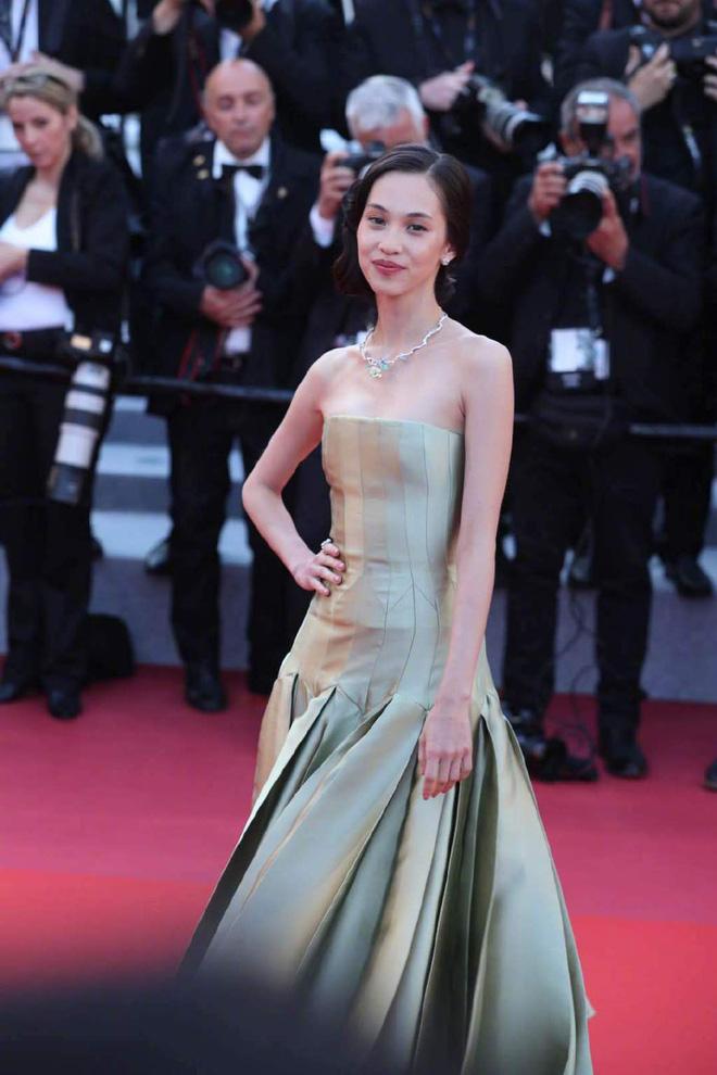 Thảm đỏ Cannes ngày 2: Thiên thần Victorias Secret suýt lộ hàng, Phạm Băng Băng Thái Lan xinh như tiên tử - Ảnh 26.