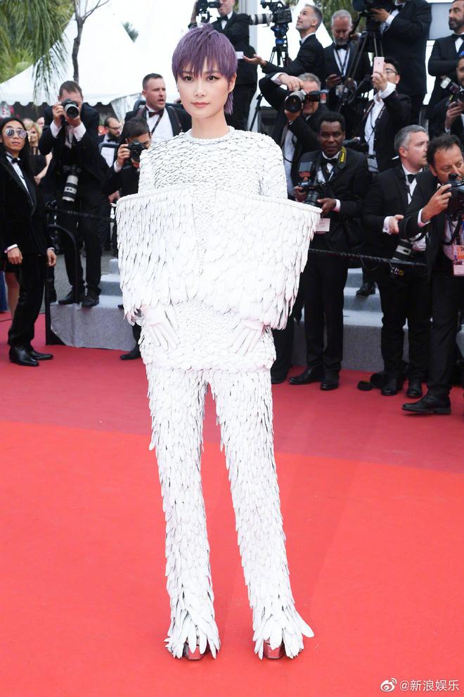 Thảm đỏ Cannes ngày 2: Thiên thần Victorias Secret suýt lộ hàng, Phạm Băng Băng Thái Lan xinh như tiên tử - Ảnh 37.