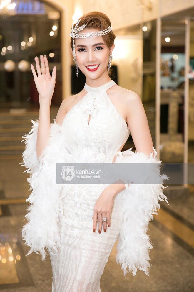 Phương Khánh để tóc mái bằng, khoe eo thon 54 cm cũng chưa chặt chém bằng mỹ nhân đeo nhẫn 5,5 tỷ đồng dự sự kiện - Ảnh 4.