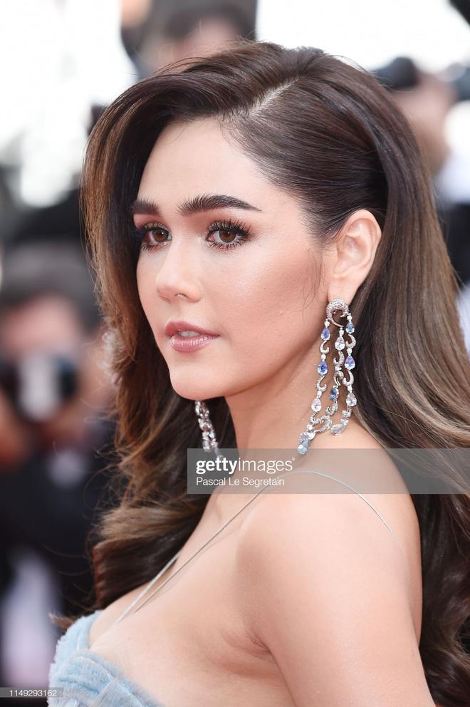 Thảm đỏ Cannes ngày 2: Thiên thần Victorias Secret suýt lộ hàng, Phạm Băng Băng Thái Lan xinh như tiên tử - Ảnh 7.