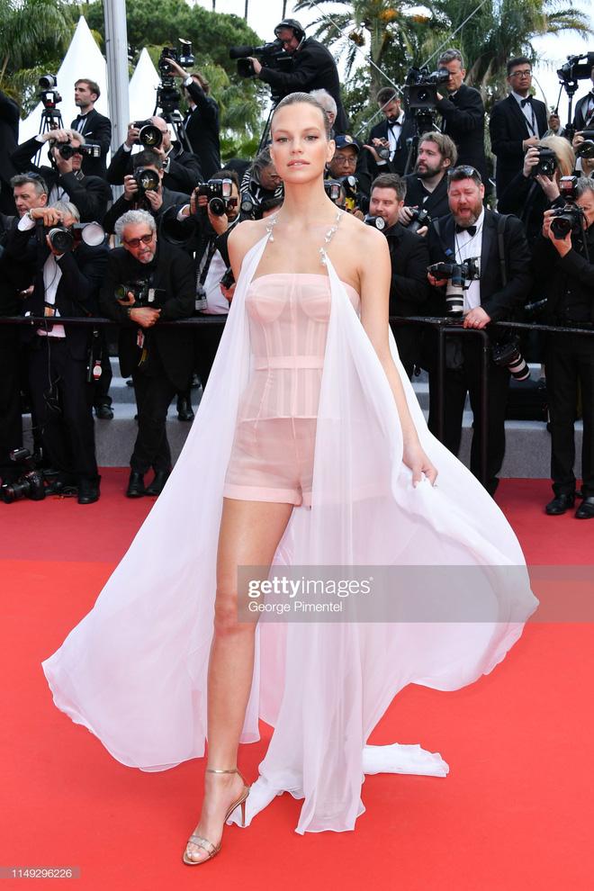Thảm đỏ Cannes ngày 2: Thiên thần Victorias Secret suýt lộ hàng, Phạm Băng Băng Thái Lan xinh như tiên tử - Ảnh 24.