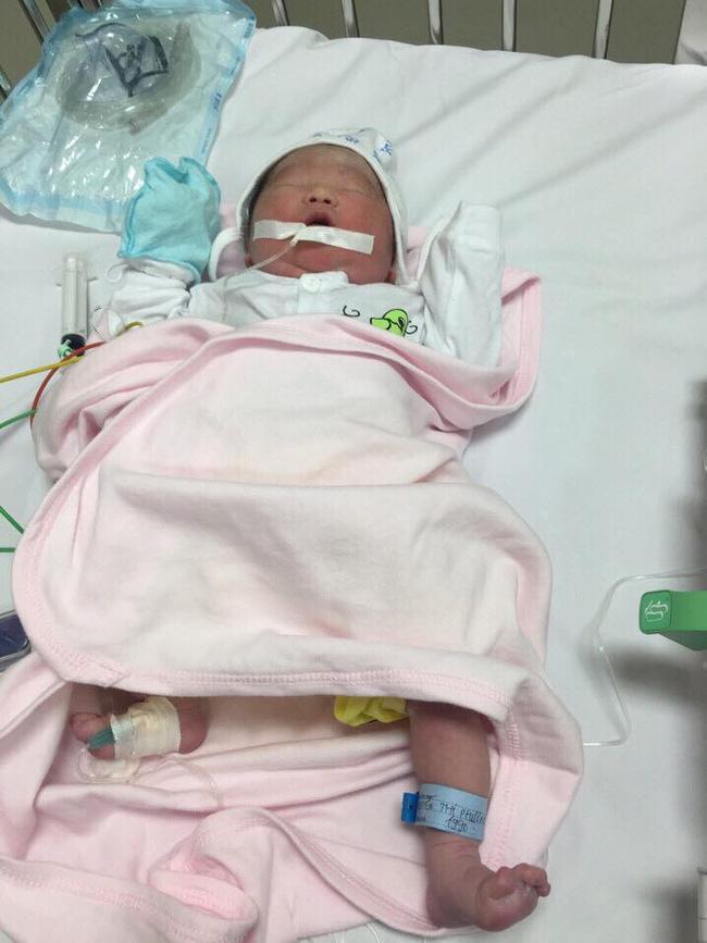 Hành trình mang thai nghẹt thở, tim thai có khi đập 300 lần/phút, phải mổ đẻ gấp của mẹ bầu Hà Nội - Ảnh 5.