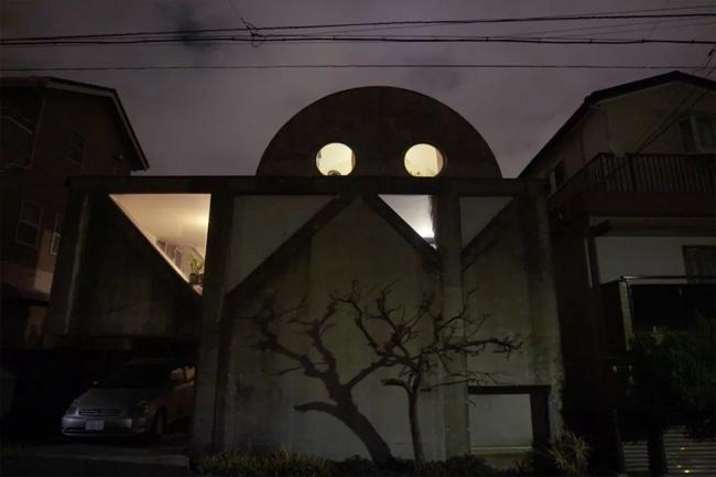 Người đàn ông mua lại ngôi nhà thô, quyết tâm giữ nguyên hiện trạng và sống hạnh phúc trong suốt 44 năm   - Ảnh 7.