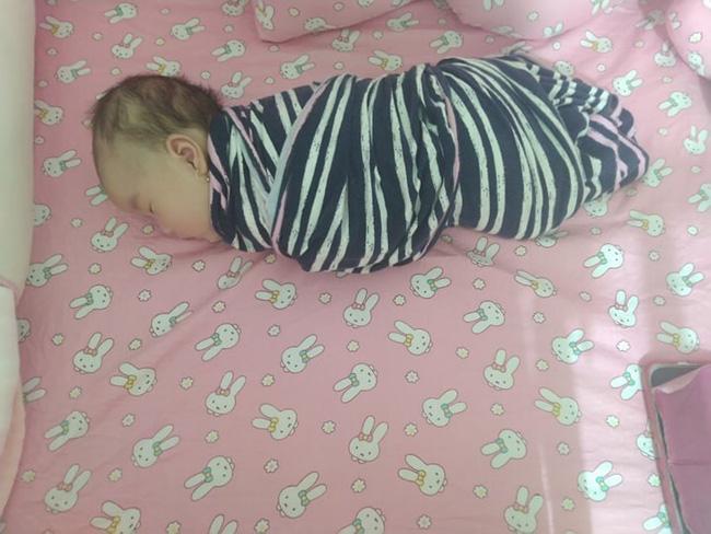 Không thể chịu nổi cảnh đêm nào cũng bế con ngủ, mẹ Đồng Nai quyết tâm luyện con ngủ xuyên đêm từ 2,5 tháng tuổi  - Ảnh 3.