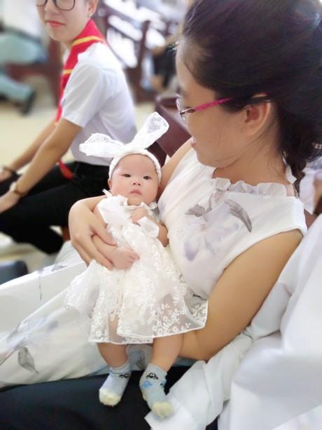 Không thể chịu nổi cảnh đêm nào cũng bế con ngủ, mẹ Đồng Nai quyết tâm luyện con ngủ xuyên đêm từ 2,5 tháng tuổi  - Ảnh 1.