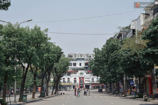 """Mùng 1 Tết có là gì vì đường sá Hà Nội ngày nóng như """"đổ lửa"""" còn vắng hơn nhiều - Ảnh 17."""