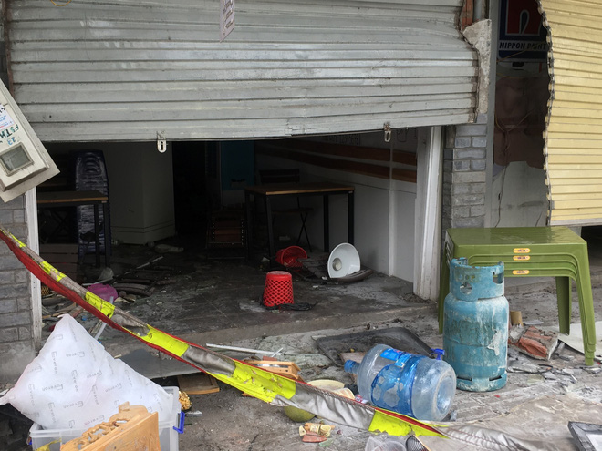 Hà Nội: Nhiều cửa sổ nhà hàng bắn tung tóe sau tiếng nổ lớn lúc nửa đêm  - Ảnh 2.