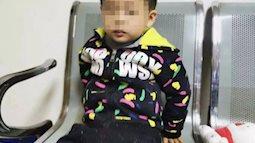 Bé trai 6 tuổi lơ ngơ một mình trong tiệm KFC, cảnh sát gặng hỏi không nói nhưng mảnh giấy trong túi em tiết lộ ý định nhẫn tâm của bà mẹ