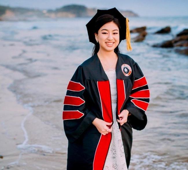 Chân dung nữ sinh gốc Việt gây bão truyền thông quốc tế: 14 tuổi tốt nghiệp trung học, 19 tuổi là dược sĩ trẻ nhất bang California, Mỹ - Ảnh 1.