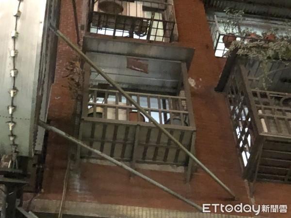 Cãi nhau với vợ cũ, người đàn ông ôm con gái nhảy xuống từ tầng 3 dẫn đến hôn mê, nhưng cảnh sát không tin lời khai của người vợ - Ảnh 2.