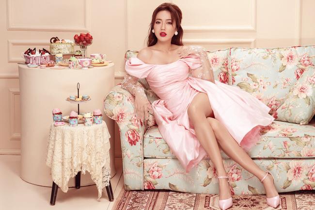 Diệu Nhi mặc váy xẻ đùi cao khoe chân nuột nà trong set đồ ngọt ngào - Ảnh 2.