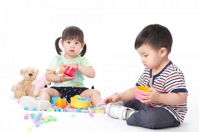 Không cần hò hét con dọn dẹp đồ sau khi chơi, làm theo cách của giáo viên Montessori dưới đây sẽ thấy hiệu quả tức thì - Ảnh 4.
