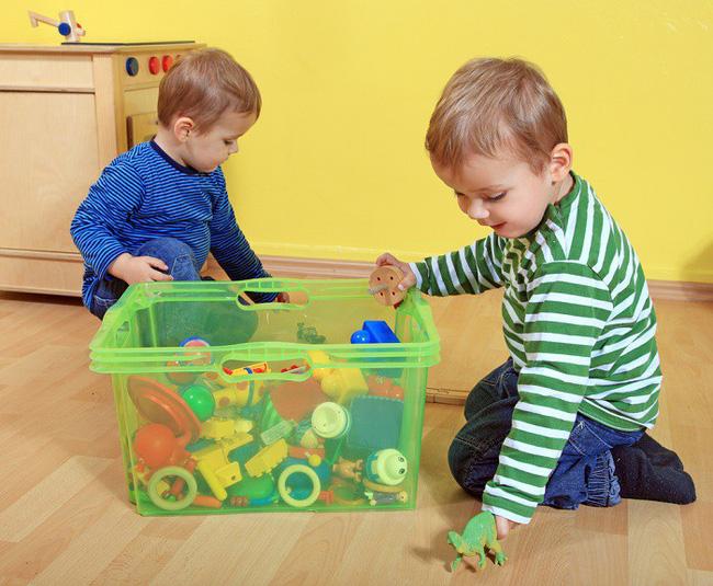 Không cần hò hét con dọn dẹp đồ sau khi chơi, làm theo cách của giáo viên Montessori dưới đây sẽ thấy hiệu quả tức thì - Ảnh 3.