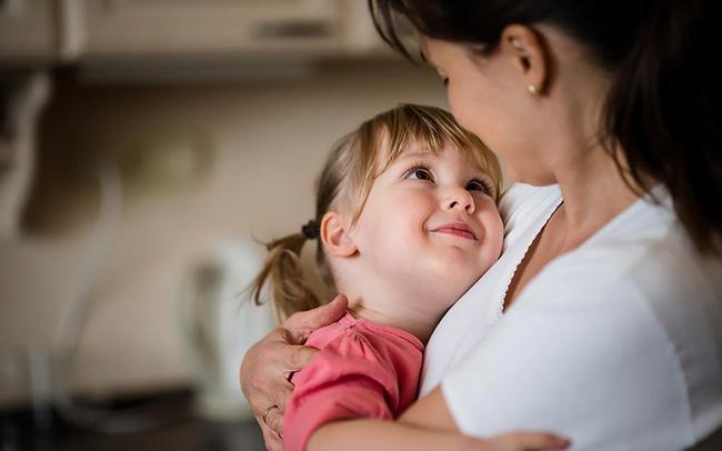 Chuyên gia tâm lý giải đáp vì sao nhiều bé chỉ hư với mẹ mà không phải ai khác - Ảnh 2.