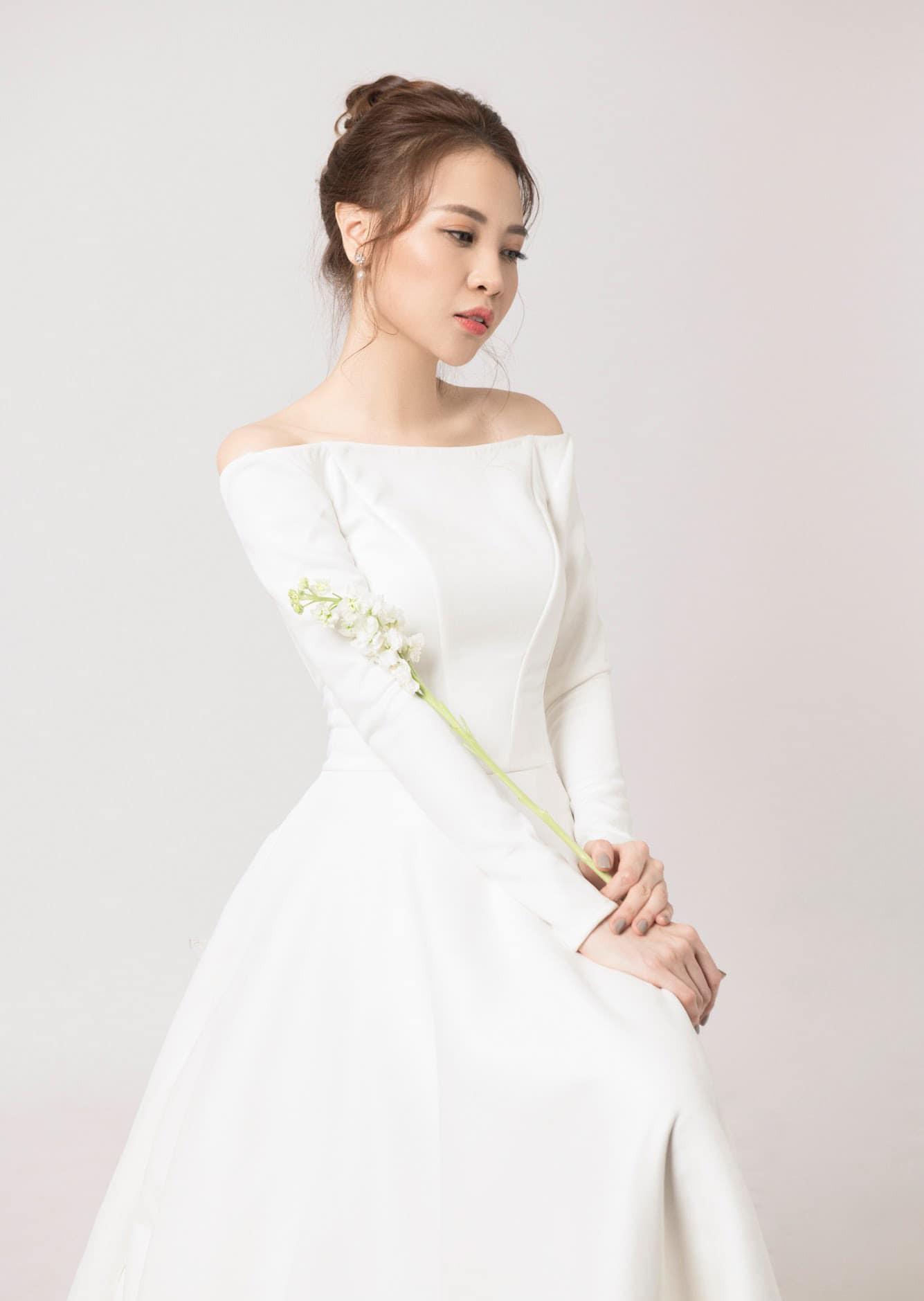 Đàm Thu Trang diện váy cưới lộng lẫy, khoe vẻ đẹp mong manh trước ngày về chung nhà với Cường Đô La - Ảnh 1.