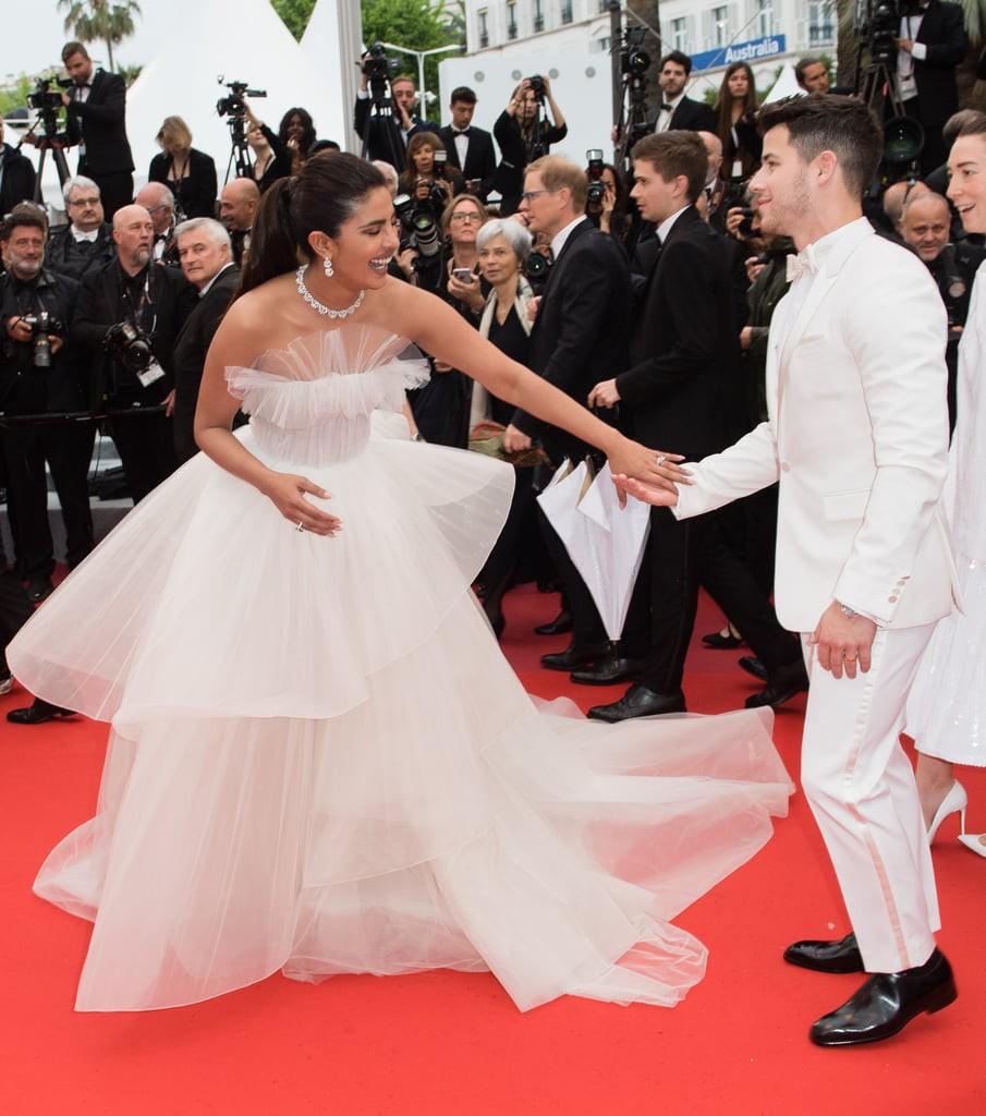 """Chẳng cần chiêu trò """"hở da thịt"""", 25 bộ cánh này vẫn được công nhận là đỉnh nhất Cannes 2019 - Ảnh 10."""