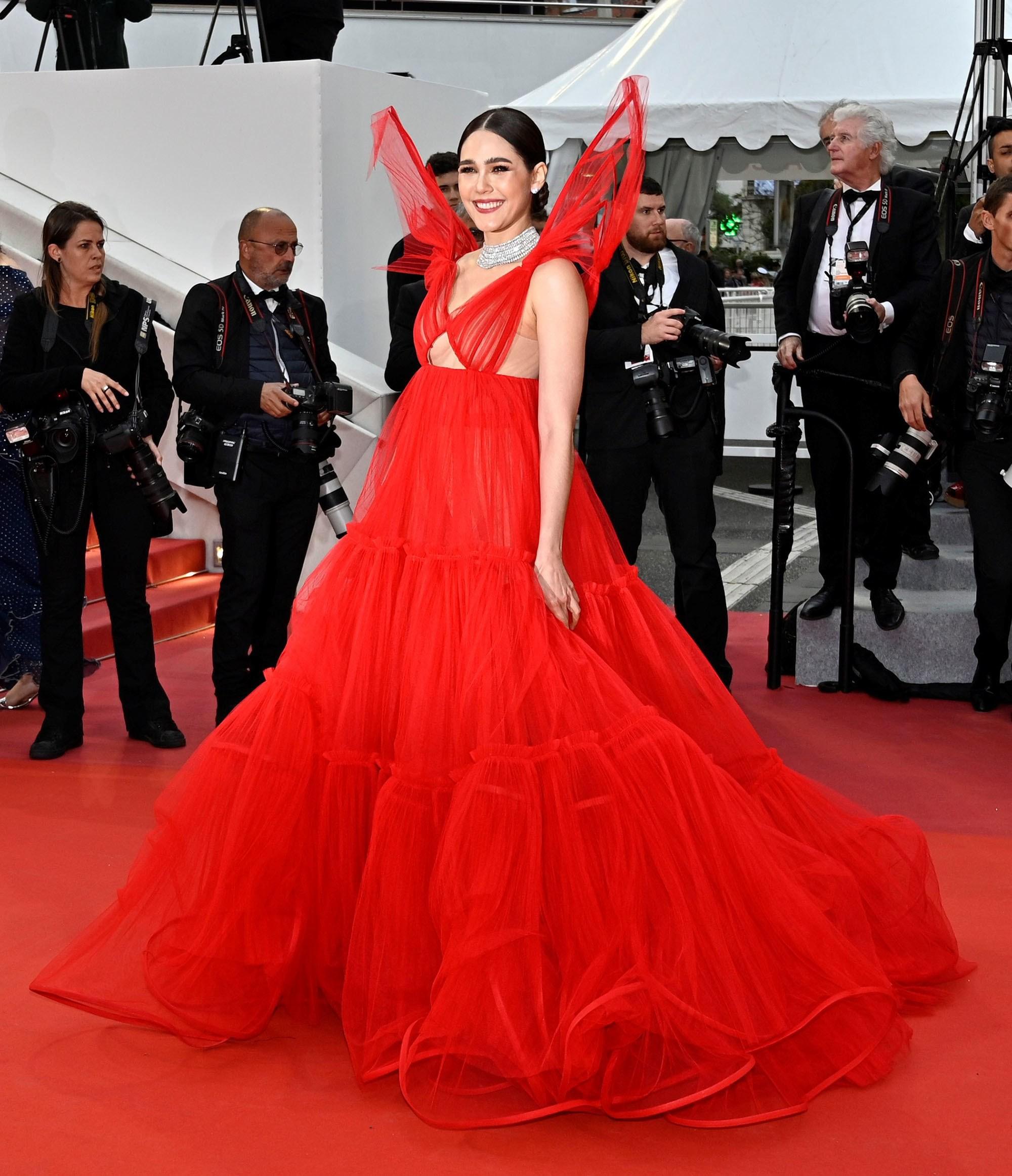 """Chẳng cần chiêu trò """"hở da thịt"""", 25 bộ cánh này vẫn được công nhận là đỉnh nhất Cannes 2019 - Ảnh 13."""