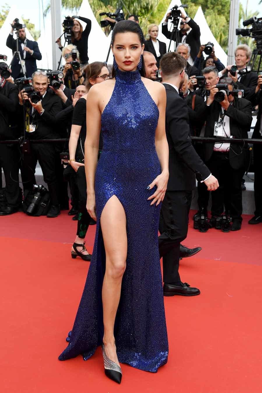 """Chẳng cần chiêu trò """"hở da thịt"""", 25 bộ cánh này vẫn được công nhận là đỉnh nhất Cannes 2019 - Ảnh 23."""