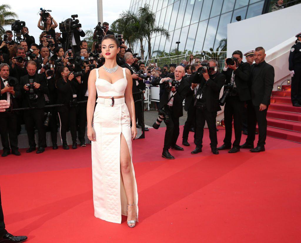 """Chẳng cần chiêu trò """"hở da thịt"""", 25 bộ cánh này vẫn được công nhận là đỉnh nhất Cannes 2019 - Ảnh 4."""