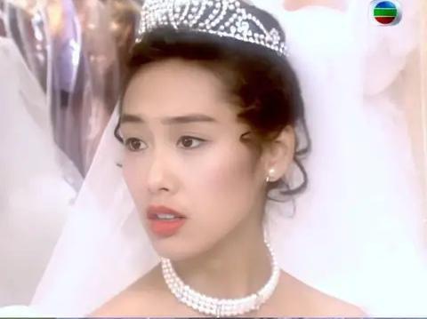 27 mỹ nhân tuyệt sắc Hong Kong mặc váy cưới tinh khôi, Lê Tư hay Châu Huệ Mẫn mới kinh diễm hơn cả? - Ảnh 30.