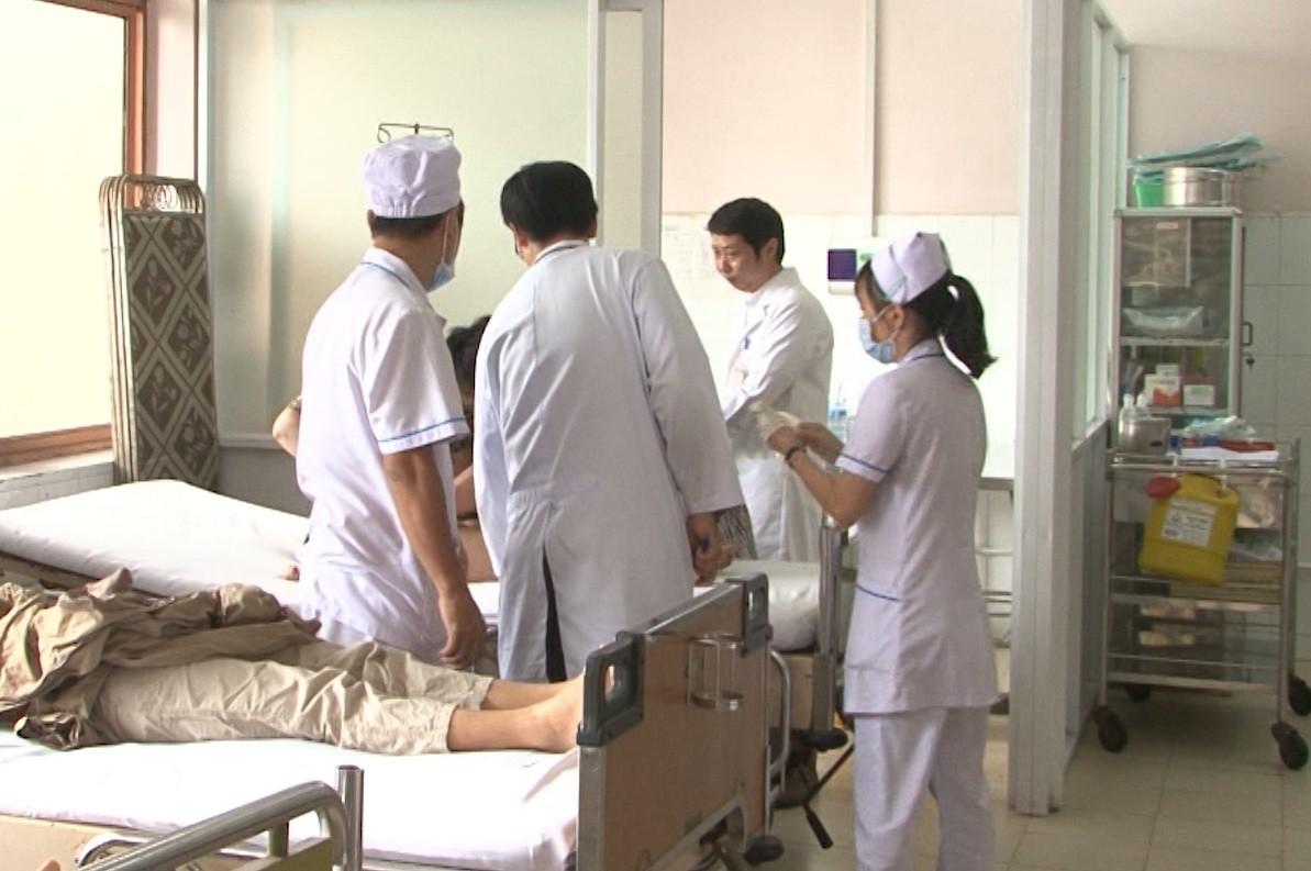 Vụ bé trai tử vong tại nhà trẻ nghi do sặc cháo ở TP.HCM: Bác sĩ tiết lộ thông tin đau lòng - Ảnh 2.