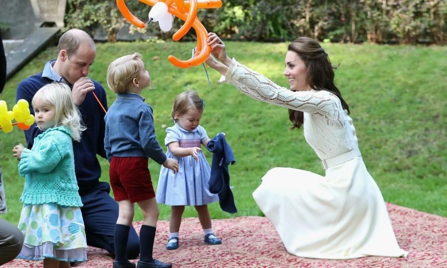 Lời khuyên nuôi dạy con của Hoàng gia Anh khiến Công nương Meghan dù theo đuổi phương pháp riêng cũng phải tham khảo - Ảnh 2.