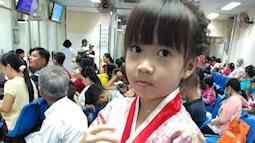 Xôn xao hình ảnh cô bé 5 tuổi bán tắc xí muội phụ ba mẹ kiếm tiền chữa trị ung thư máu