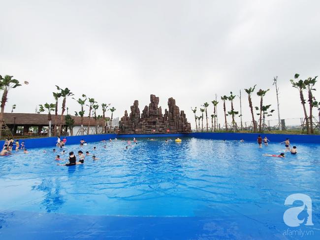 Mới mở cửa khai trương hơn 1 ngày, công viên nước Thanh Hà đã đục ngầu như ao, rác nổi khắp bể bơi - Ảnh 6.