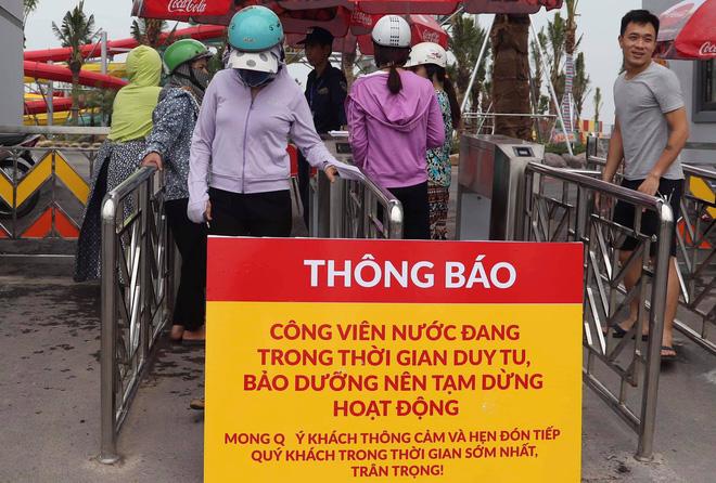 Công viên nước Thanh Hà tạm dừng hoạt động sau sự cố bé trai đuối nước, nhiều gia đình từ xa đến đành quay về - Ảnh 8.
