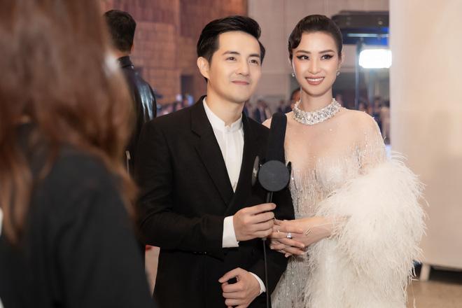 Thảm đỏ lố nhất Việt Nam: Nếu Phương Khánh là đóa hoa thì Jolie Nguyễn chính là giấy gói quà, riêng Nam Em quên... mặc quần - Ảnh 17.