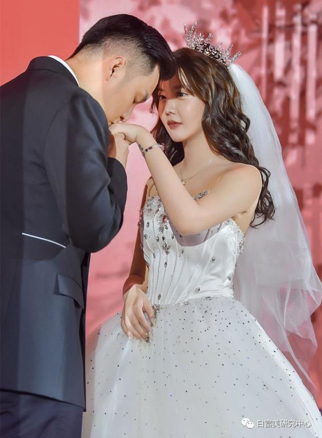 Trọn vẹn drama ly hôn chỉ sau 8 ngày tổ chức đám cưới gây sốc, lộ nhan sắc thật dàn hotgirl Weibo của mẫu nữ xứ Trung - Ảnh 2.